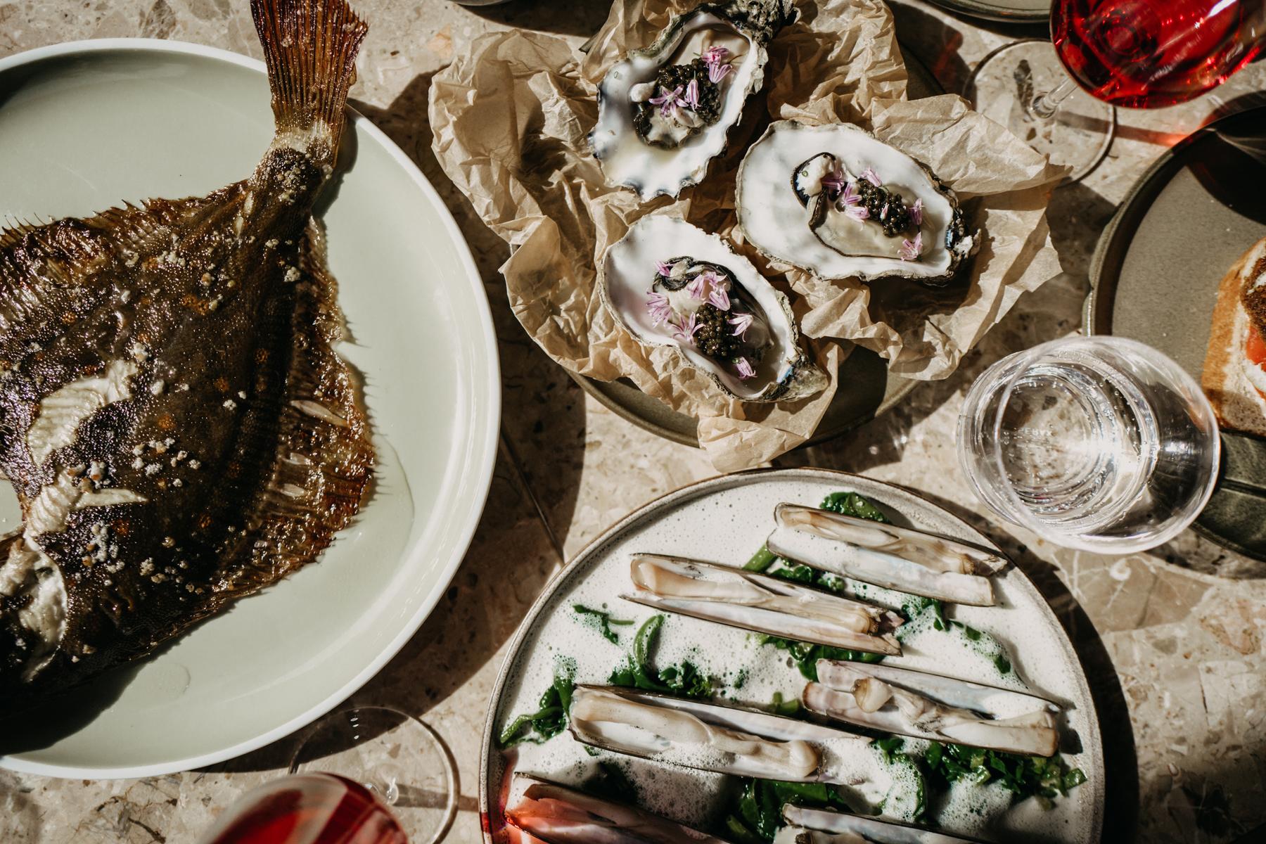 Frische Maischolle, salzige Austern und cremige Muscheln.