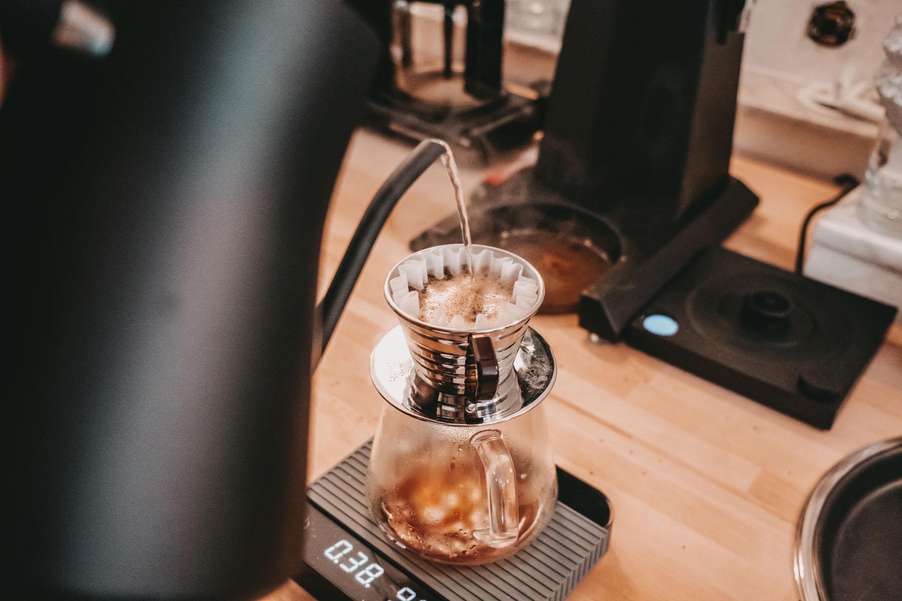 Frisch aufgebrühter Filterkaffee bei TEIKEI.