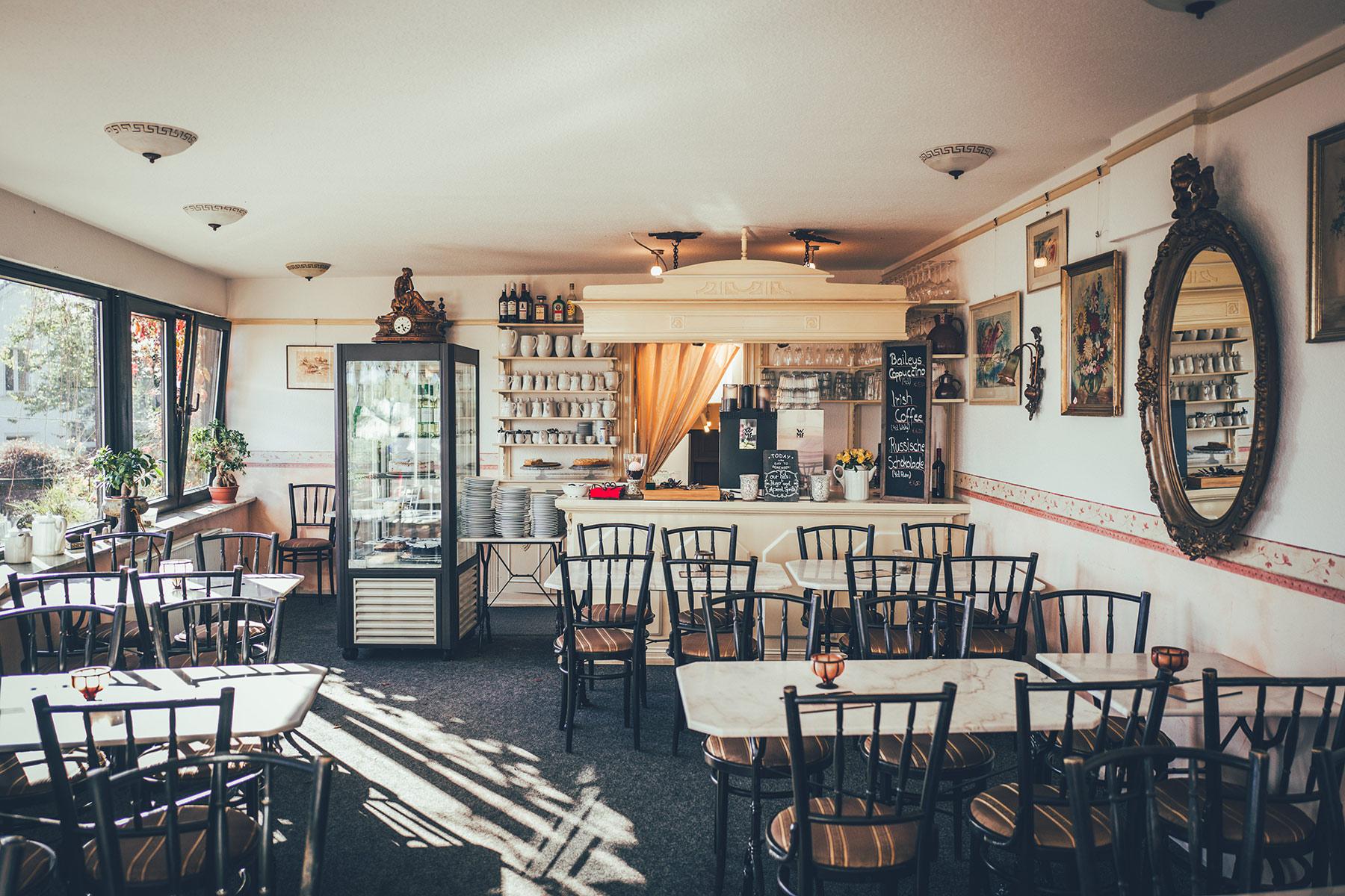 30 Plätze laden hier zu Kaffee & Kuchen ein.