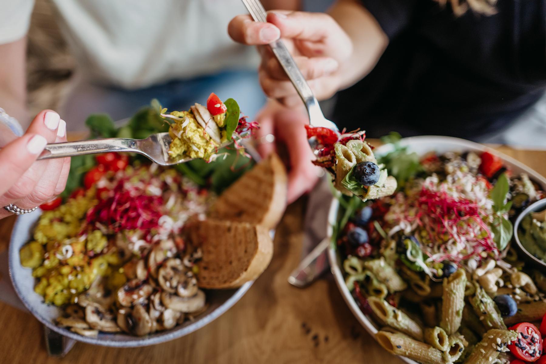 Veganes Rührei & Avocado Nudeln L E C K E R!