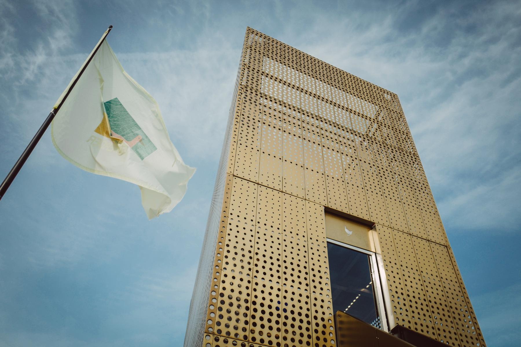 Goldener Pavillon futuristischer Style!