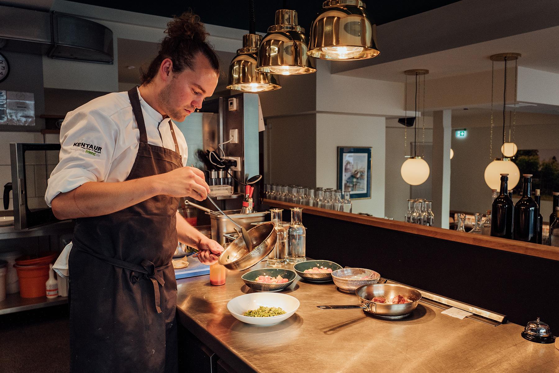 Restaurant Klinker Koch Marianus bei der Arbeit