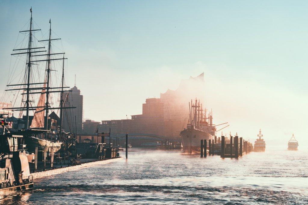 Hamburg Überseebrücke Morgenlicht