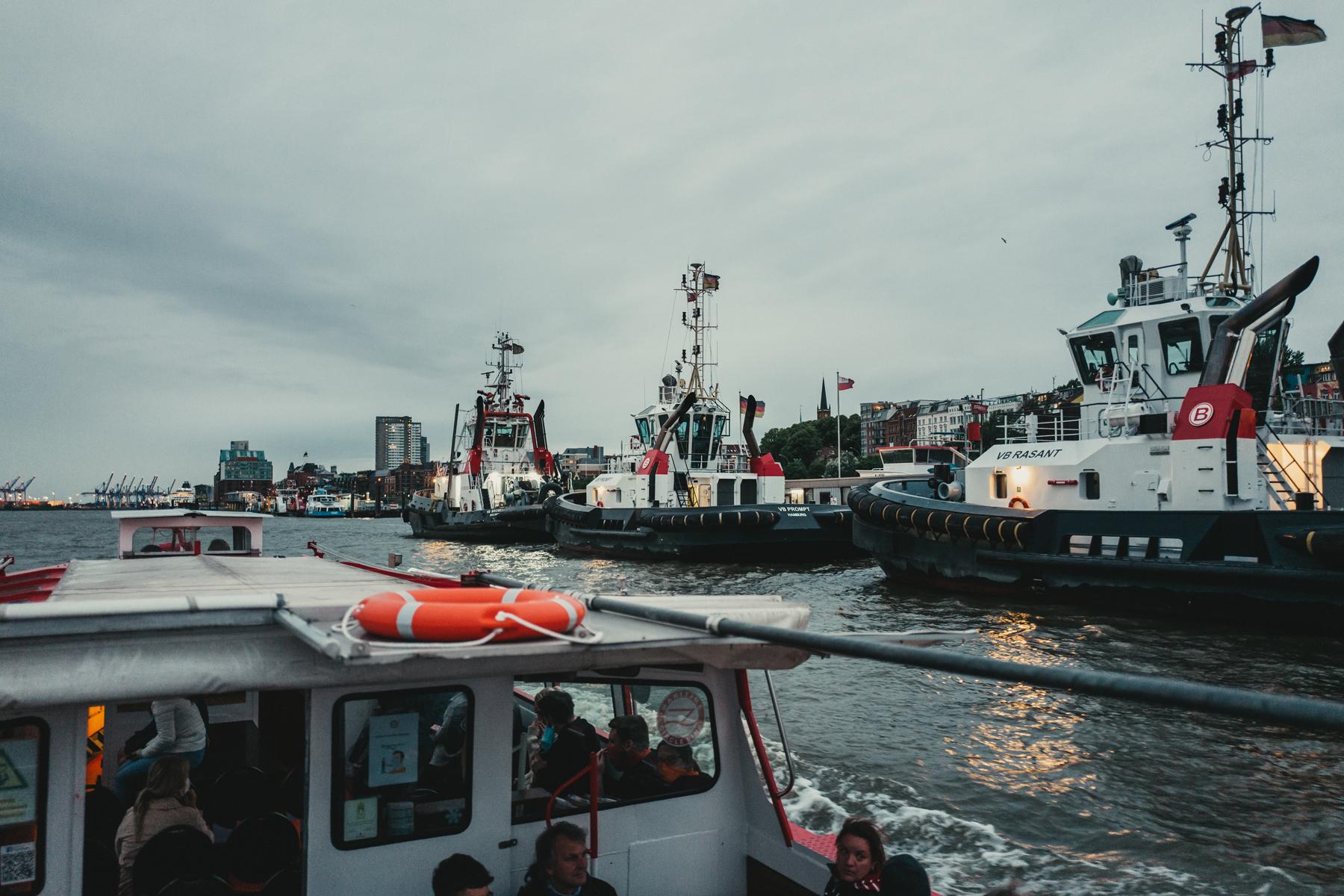 Elbe Events Exklusive Hafenrundfahrten Blick auf die Elbe