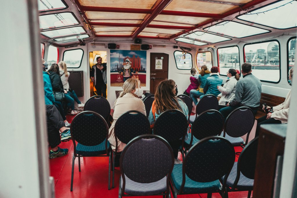 Bild von Fahrgästen auf dem Schiff