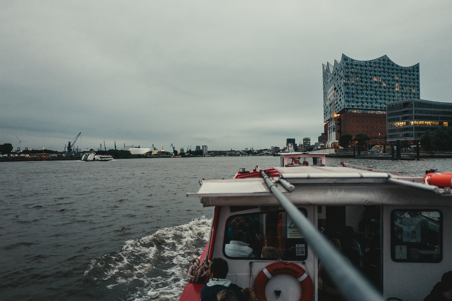 Schiff auf der Elbe