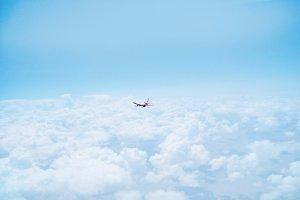 Hamburg Airport Flugzeug über den Wolken