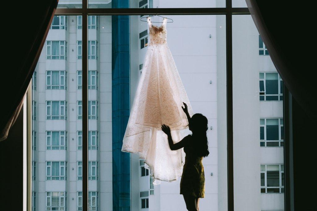 Hamburg Airport Brautkleid gefunden