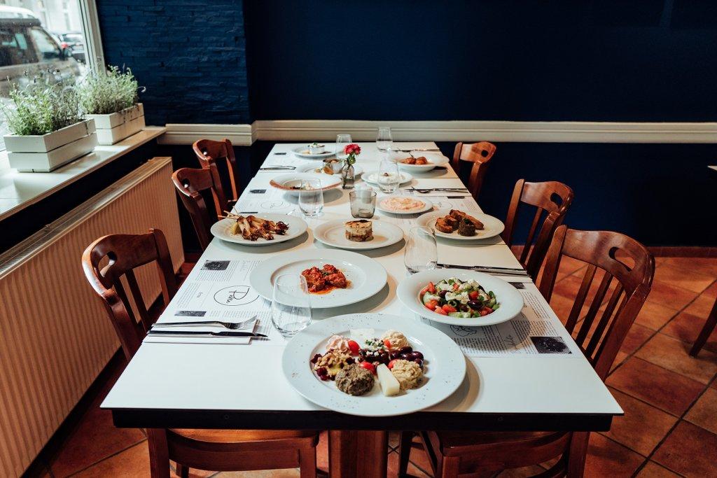 Gedeckter Tisch im Restaurant Parea