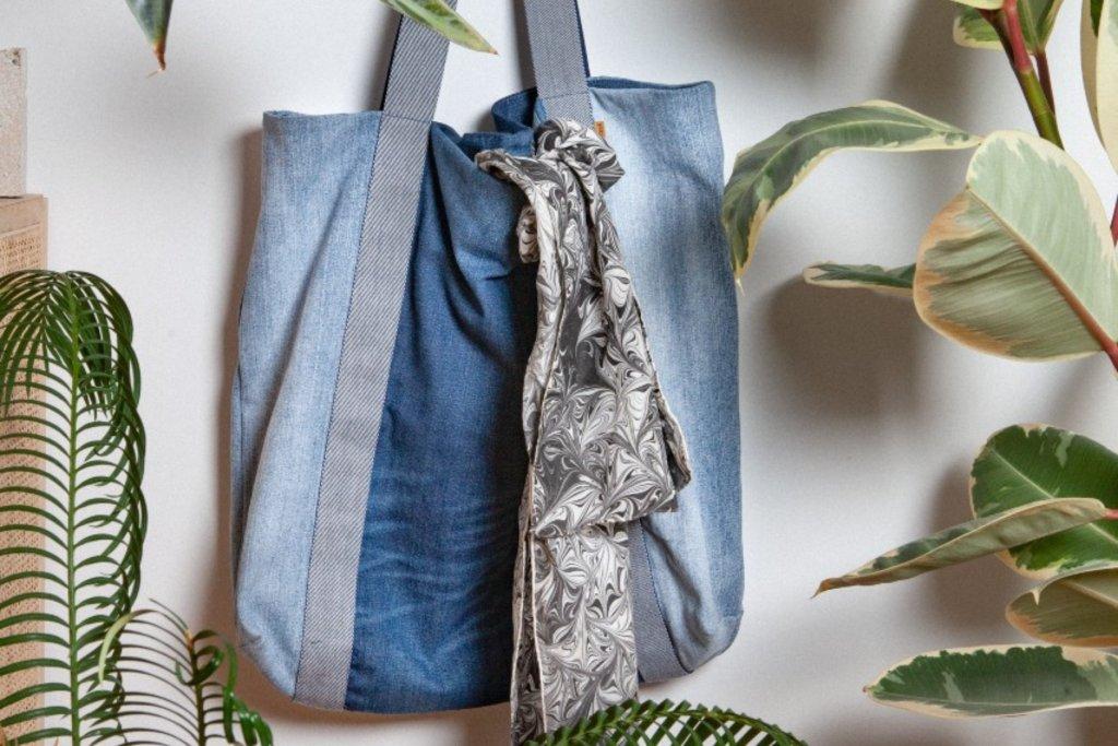 Eine Tasche aus euren alten Jeans? Na, wie wär's? – ©Bridge & Tunnel