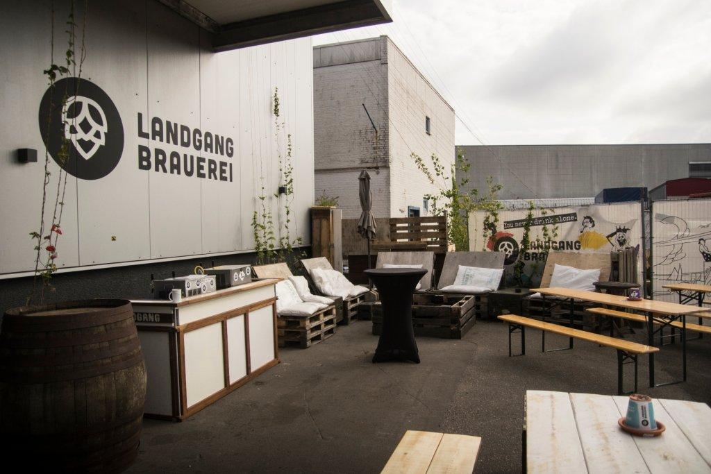 Sobald es die Regelungen wieder zulassen, könnt ihr auch direkt bei der Brauerei wieder euer Bierchen in der Sonne genießen. – ©Landgang Brauerei