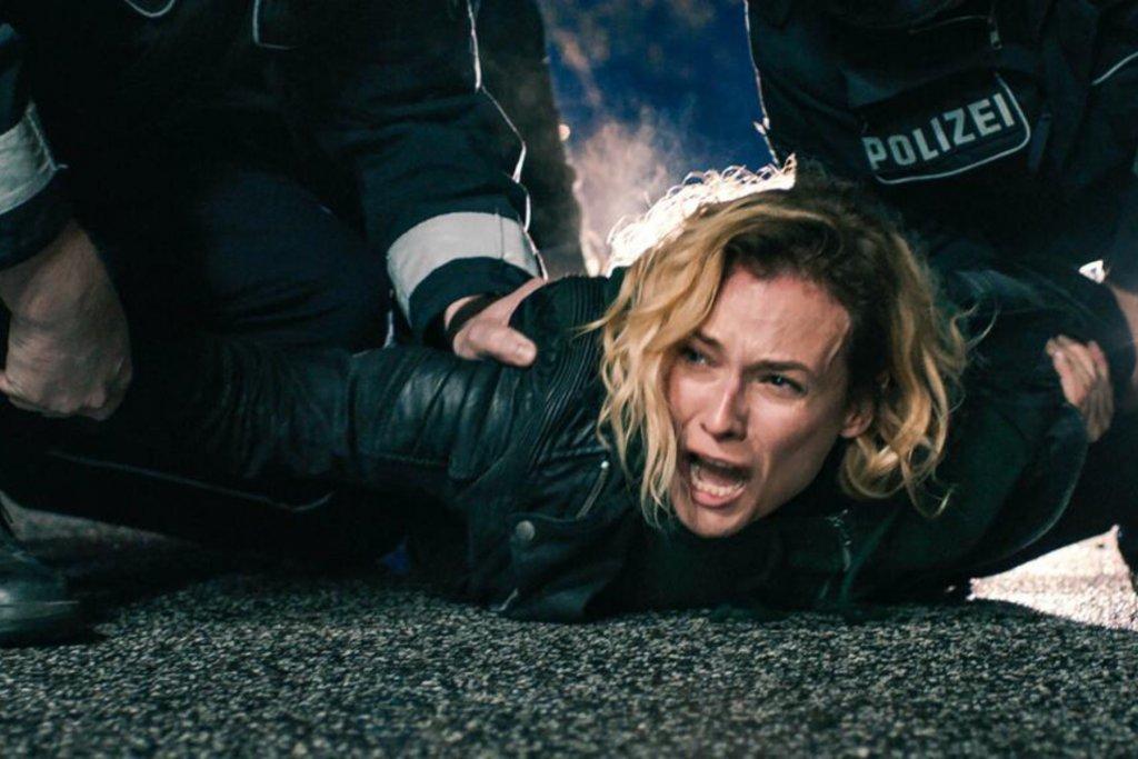 Katja, als sie von den tragischen Ereignissen erfährt. – ©Warner Bros. Entertainment