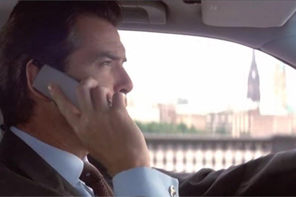 Bond auf der Lombardsbrücke bei einer Verfolgungsjagd. – ©Metro Goldwyn Mayer