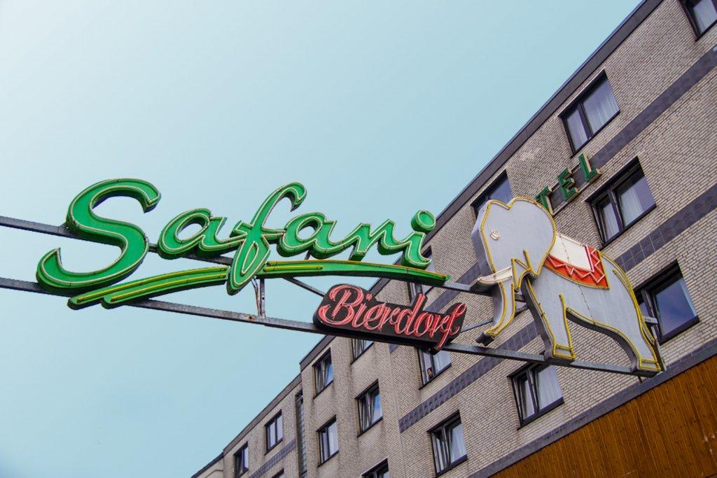 Safari Club auf der Großen Freiheit in Hamburg. – ©Sony Pictures