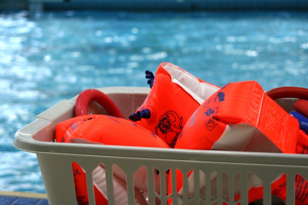Orange Helfer für Nichtschwimmer. – ©Pixabay
