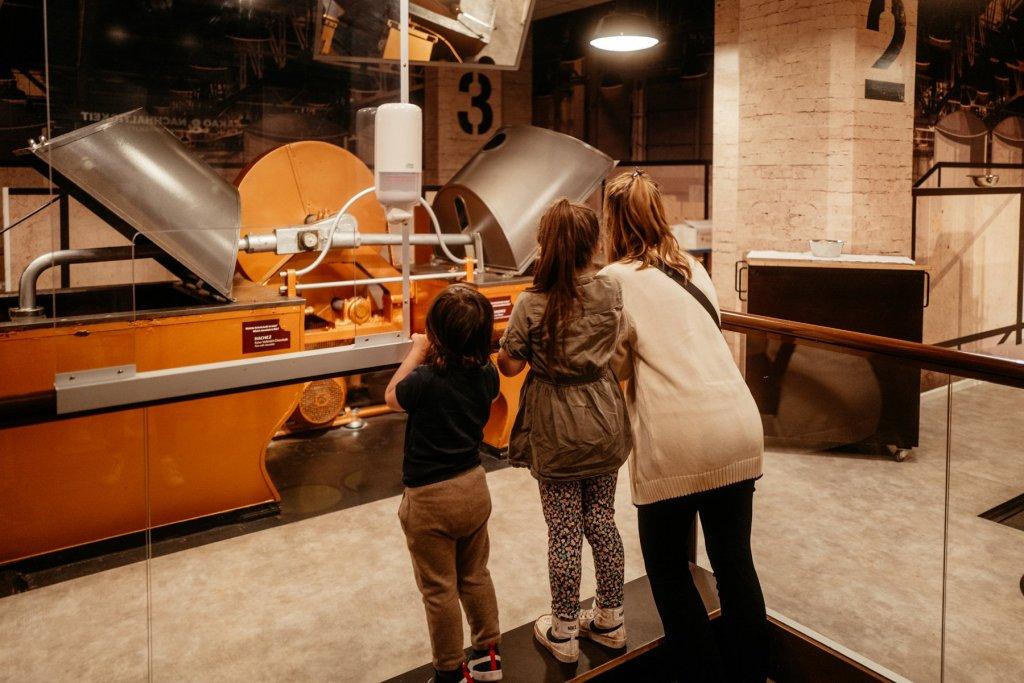 Hier kann man den beeindruckenden Schokoladenmaschinen beim arbeiten zusehen.